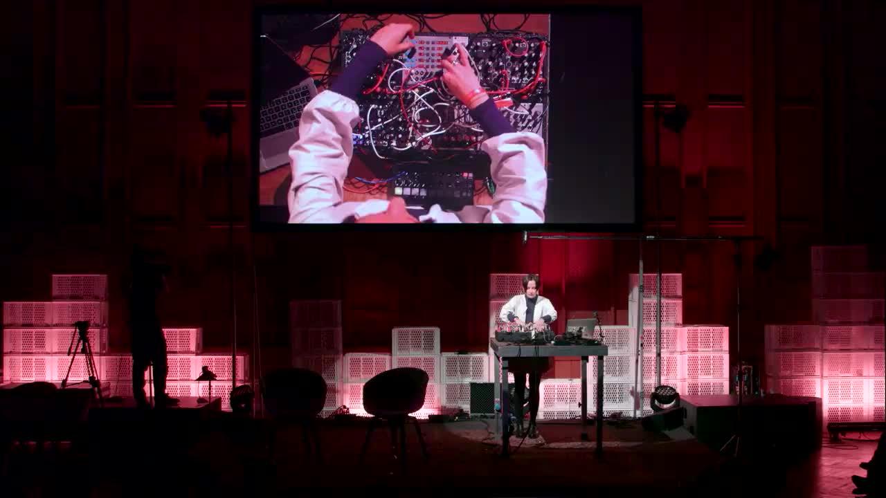 A performative presentation with Caterina Barbieri | Loop