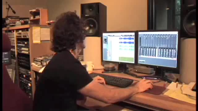 Dweezil Zappa on Waves Studio Classics Tutorial - Part 2